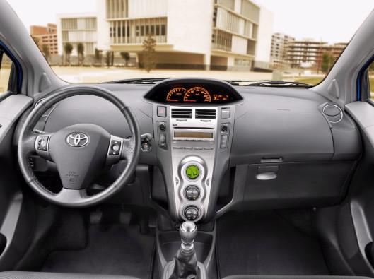 Toyota-Yaris-01