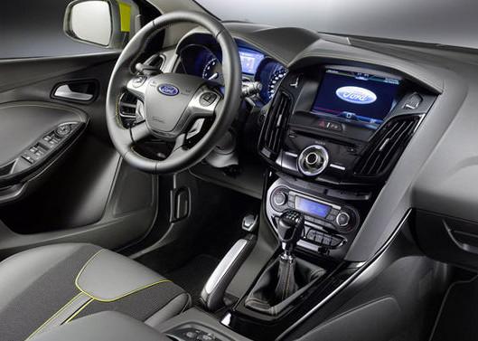 ford-focus-wagon-01