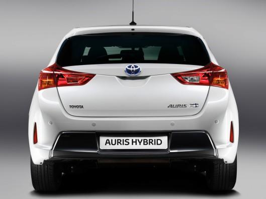 toyota-Auris-Hybrid-02