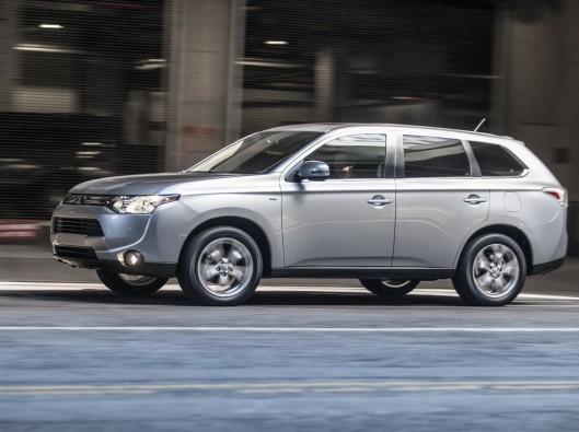 2014-Mitsubishi-Outlander-Image-02-1680 NOLEGGIO A LUNGO TERMINE