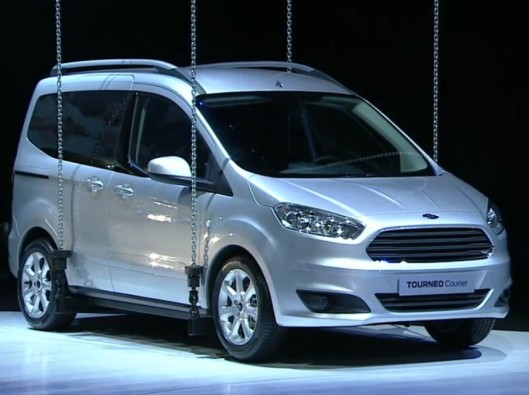 2014-Ford-Tourneo-Courier-front-three-quarters-view-1024x640 noleggio a lungo termine veicoli commerciali